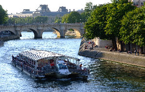 Bateaux Parisiens Sightseeing Cruise & Lunch